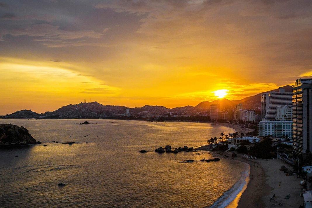 Covid 19: Playas Acapulqueñas Se Muestran Limpias Y Cristalinas Sin Turismo
