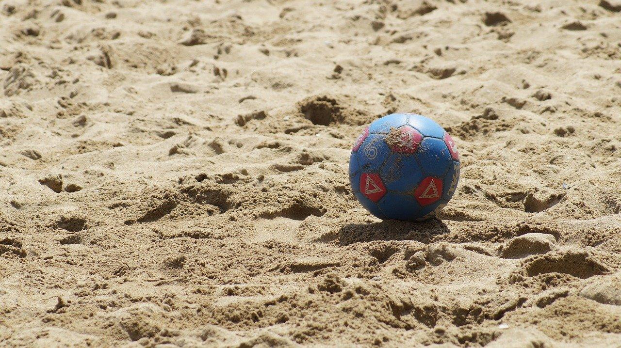A Practicar El Fútbol De Playa En Las Costas De México